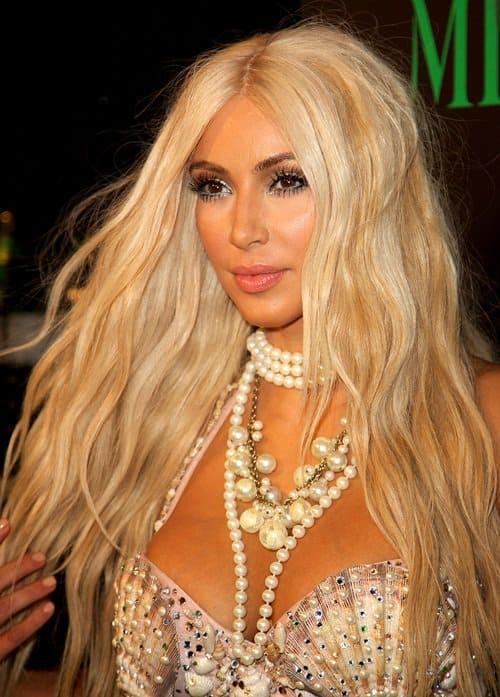Kim Kardashian Goes Blonde With A Fishtail Skirt Amp Pearl