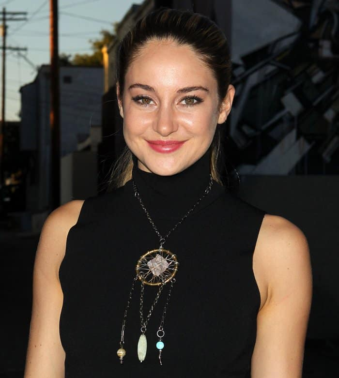 To keep her look more interesting, Shailene Woodley accessorized with a crystal dream catcher necklace.