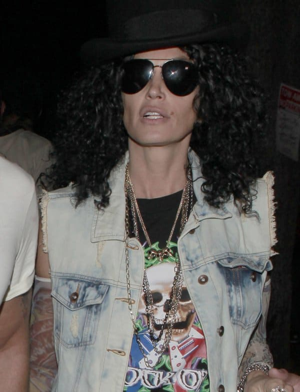Supermodel Cindy Crawford is barely recognizable in her rockin' getup this Halloween