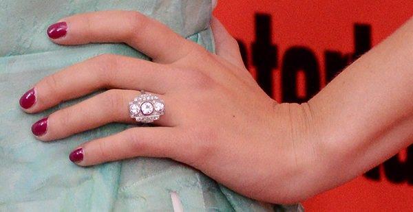 Scarlett Johansson's engagement ring features three round-cut diamonds