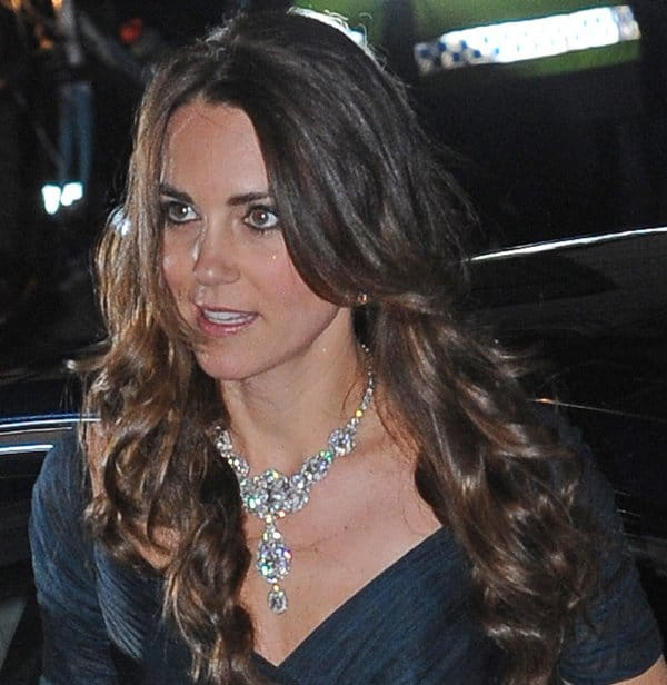 Kate Middleton Queen Necklace5