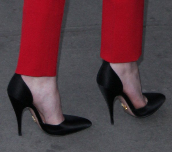 Dakota Fanning shows off her feet in black pumps by Prada