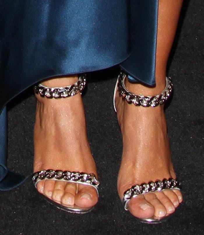 Kim Kardashian Choker10