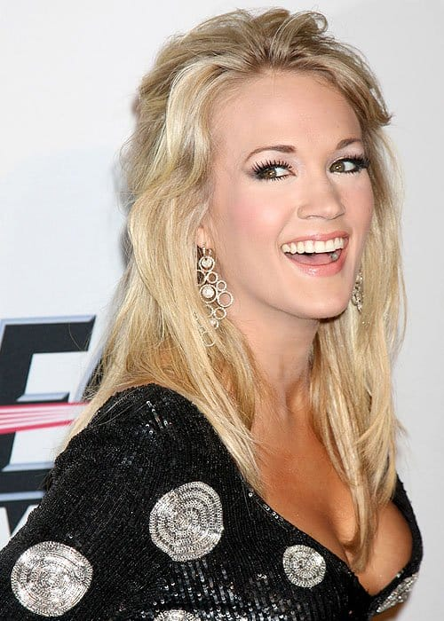 Carrie Underwood wearing John Hardy dangling earrings
