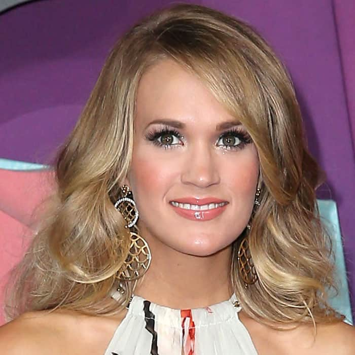 Carrie Underwood wearing John Hardy dangling disc earrings