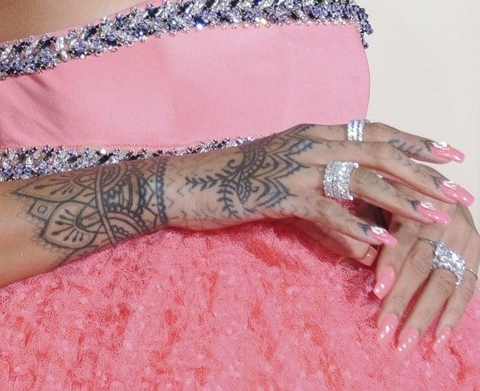 Rihanna Grammys3