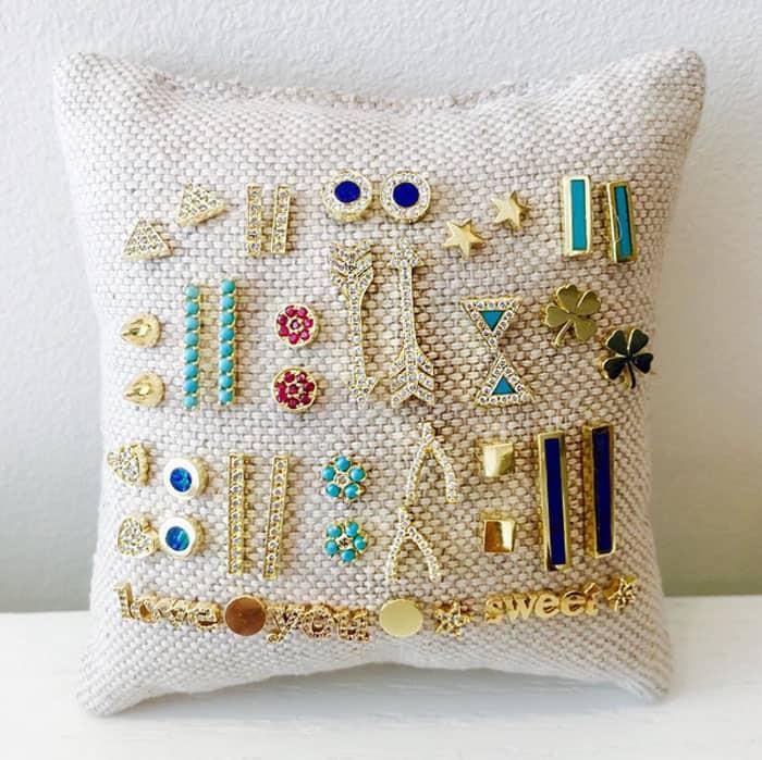 Jewelry display pillow cushion chain organizer