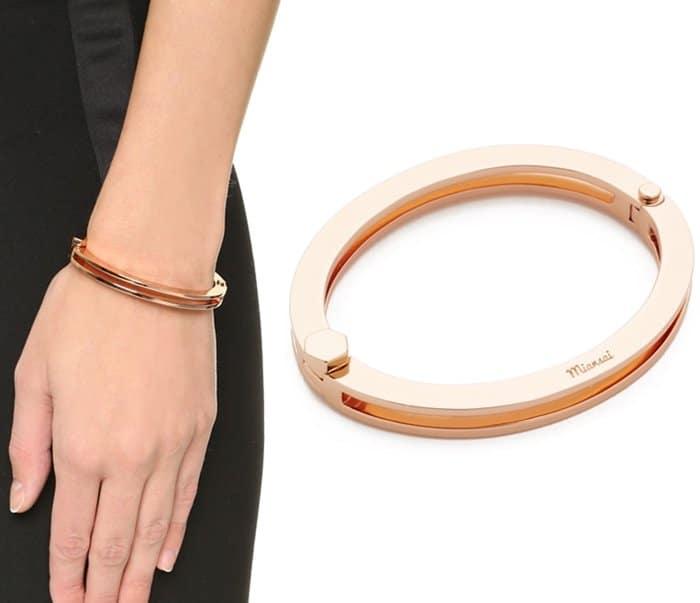Oops Kylie Jenner Locked In Her Cartier Love Bracelet