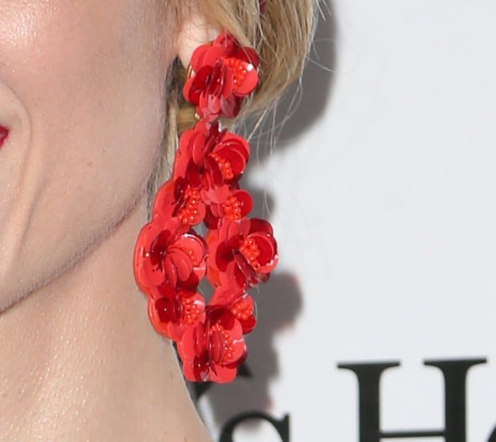 Jaime added more fire to the look by pairing her frock with a set of red dangling floral earrings