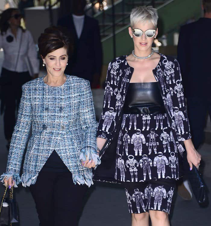 Katy Perry accompanied by mom during Paris Fashion Week.