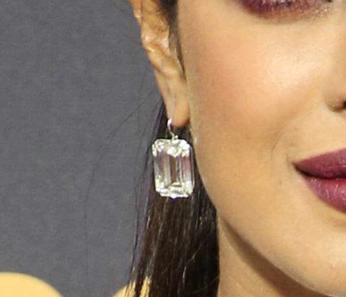 The former beauty queen wore huge diamond earrings with a total weight of 62 carats