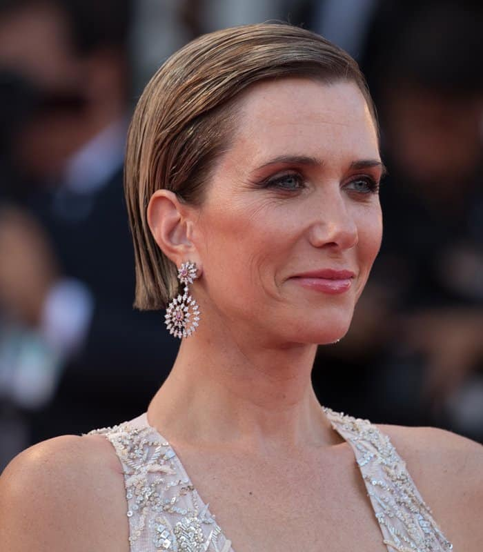 Kristen Wiig wearing Buccellati drop earrings at the Venice Film Festival.